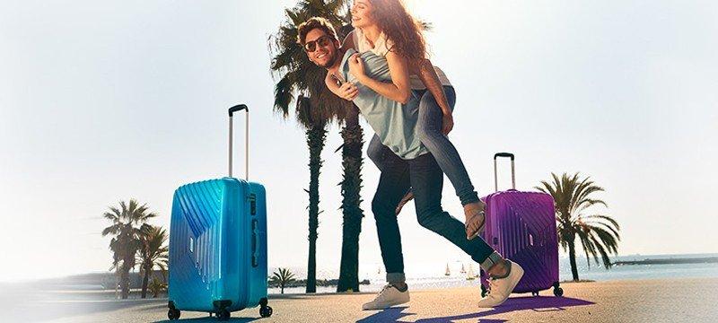 jóvenes con maletas maleta American Tourister Air Force 1