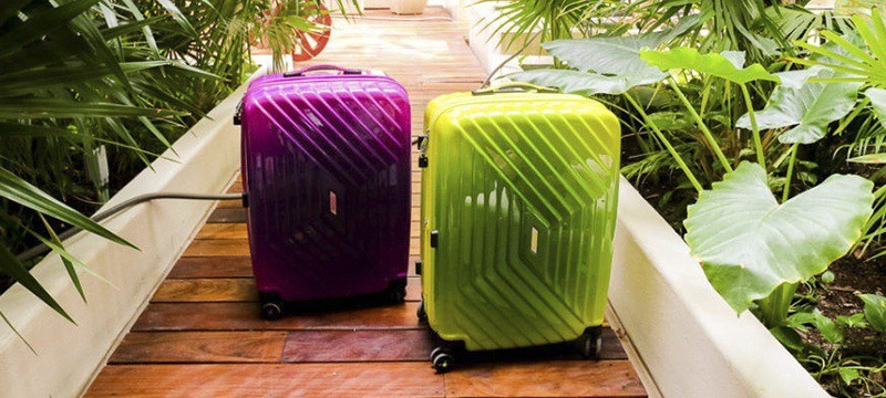 varias maletas Air Force 1 de American Tourister
