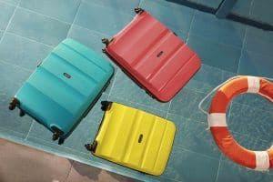 maletas rígidas de varios tamaños y colores