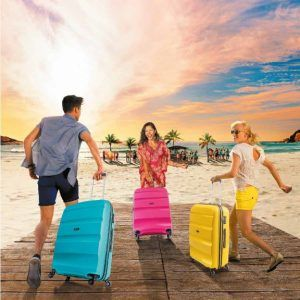 jóvenes con varias maletas American Tourister Bon Air