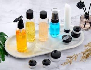Set de botellas de viaje con varios productos