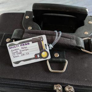 etiqueta de maleta metálica